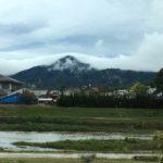 雨上がりの朝、霧で見えない山の稜線から感じたこと。